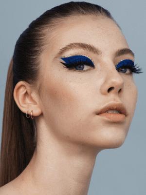 Model med fest-makeup