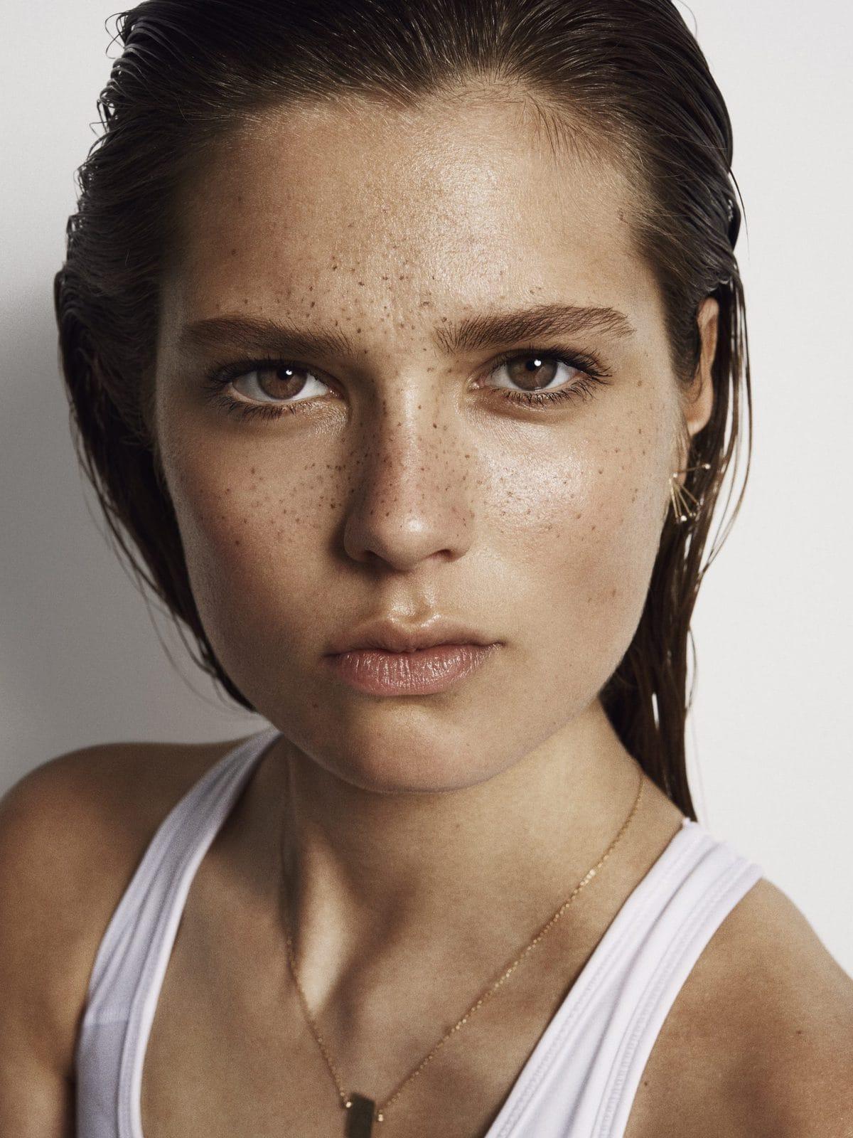 Model med naturlig makeup