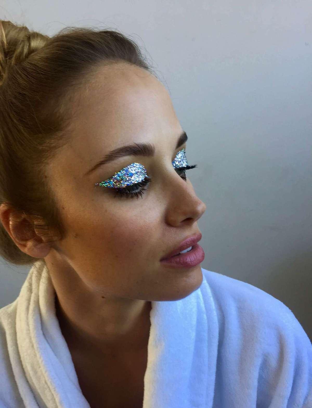 Glitter - 3D Silver, Makeup artist Uddannelse.