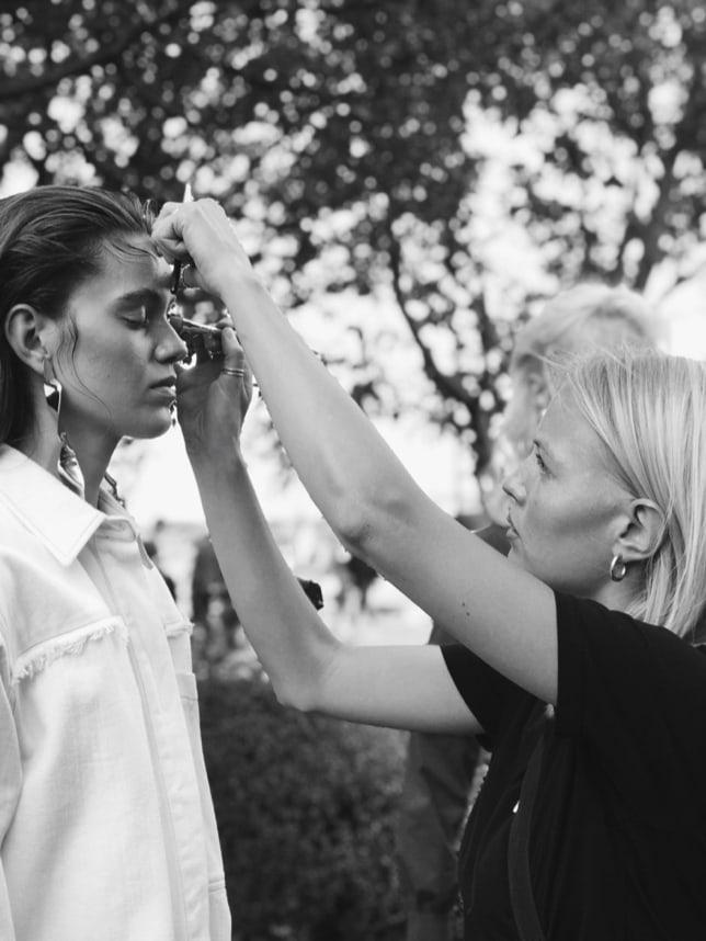 Julie Prødel er uddannet hårstylist og professionel makeupartist